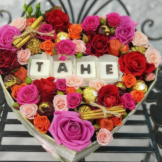 Композиция с шоколадными буквами Тане: букеты цветов на заказ Flowwow