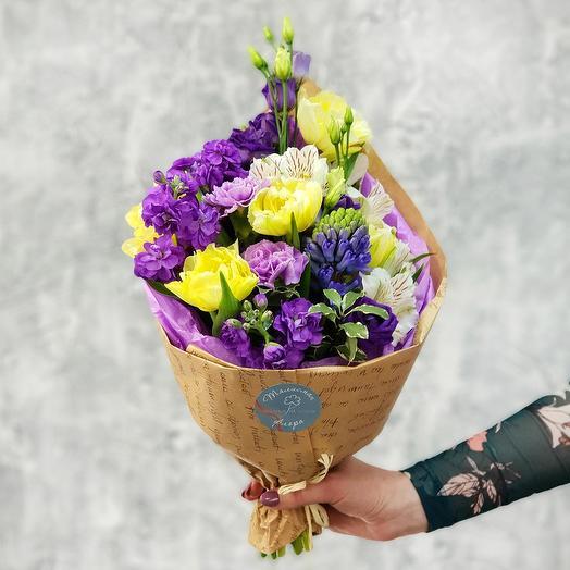 Весенний букет из тюльпанов, гиацинтов и альстромерии: букеты цветов на заказ Flowwow