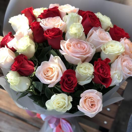 35 импортных роз микс: букеты цветов на заказ Flowwow