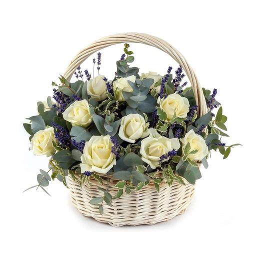 Корзина с розами и лавандой: букеты цветов на заказ Flowwow