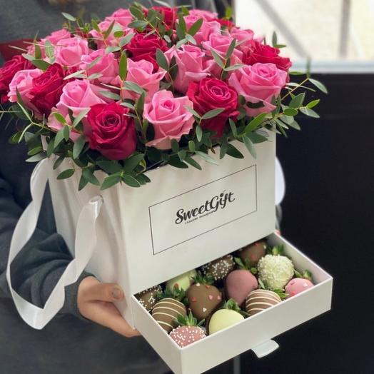 Букет-шкатулка «Торжественный»: букеты цветов на заказ Flowwow