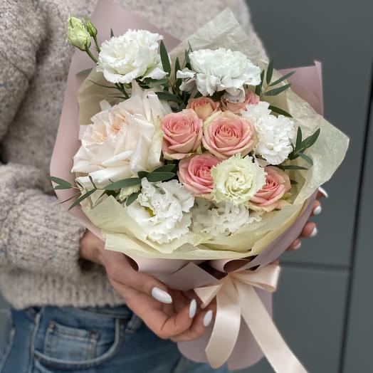 Букет из кустовой розы, эустомы и диантуса Винтажное кружево