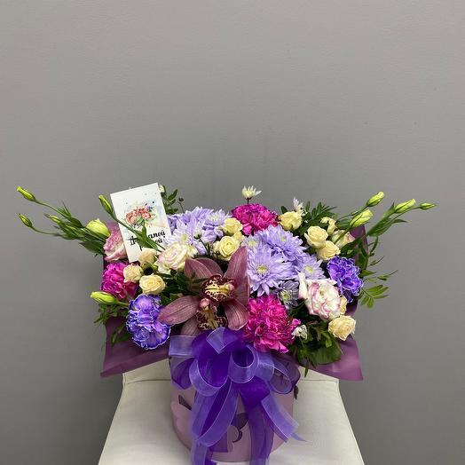 Цветы в коробке для самой родной