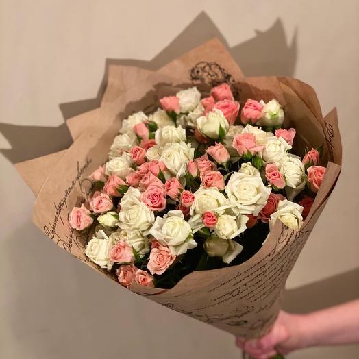 Моно-букет из кустовых роз