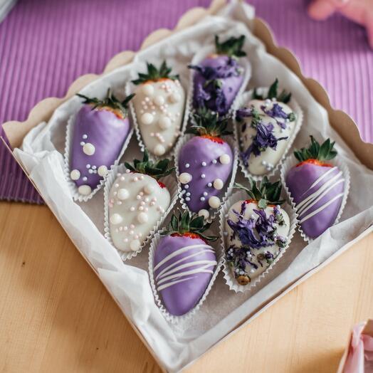 Набор клубники в шоколадной глазуре со вкусом голубики
