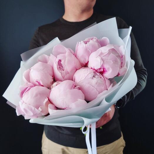 7 розовых пионов