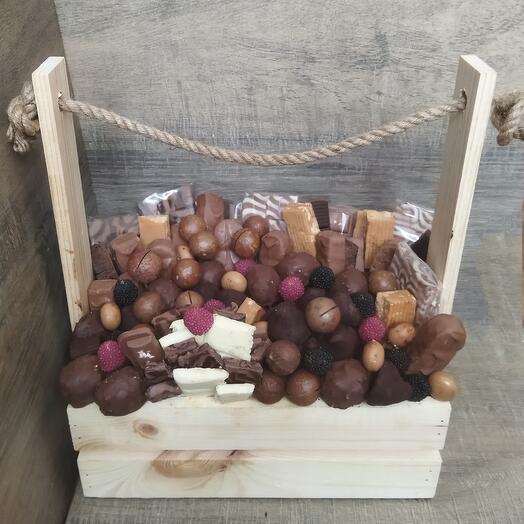 Съедобный букет - Сладкий ящик из конфет и орехов