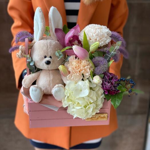 Милая игрушка с цветами