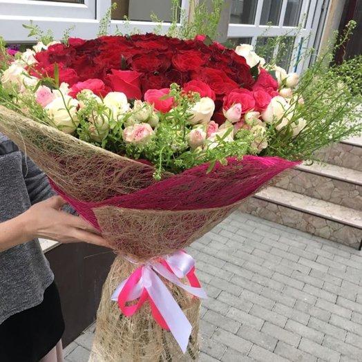 Шикарный букет из одноцветковых и кустовых роз: букеты цветов на заказ Flowwow