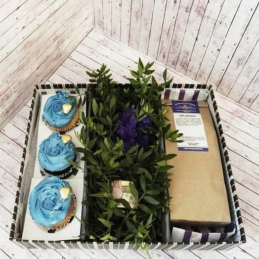 Мужская коробочка с капкейками: букеты цветов на заказ Flowwow