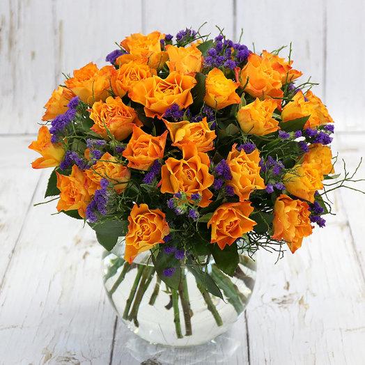 Букет из 25 оранжевых роз и статицы