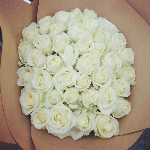 39 роз в крафте: букеты цветов на заказ Flowwow