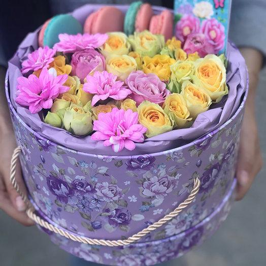 макароны в шляпной коробке с цветами