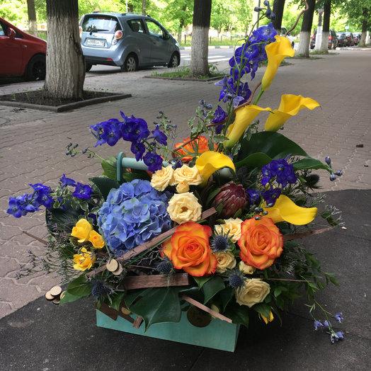 Бокс с цветами 4: букеты цветов на заказ Flowwow