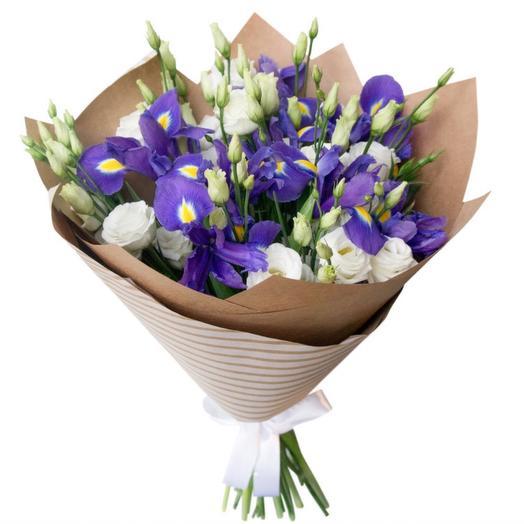 Эустома с ирисами: букеты цветов на заказ Flowwow