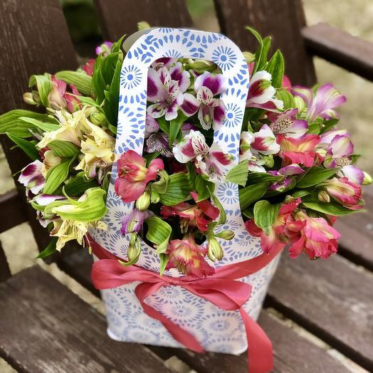 Сумка с альстромериями: букеты цветов на заказ Flowwow