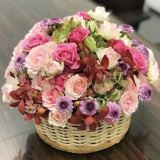 Комплимент в корзинке: букеты цветов на заказ Flowwow