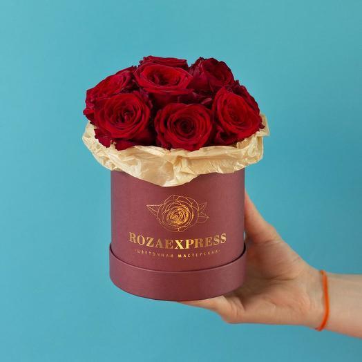 Коробочка с красными розами: букеты цветов на заказ Flowwow