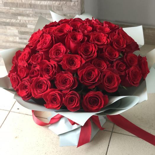 51 роза в упаковке: букеты цветов на заказ Flowwow