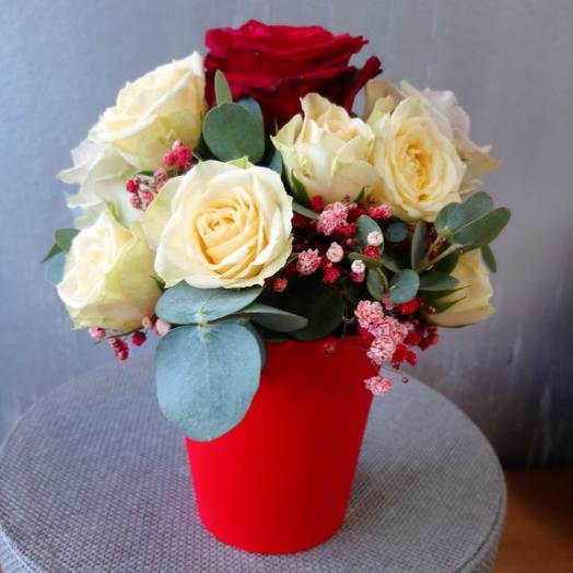 Розы в стаканчике: букеты цветов на заказ Flowwow