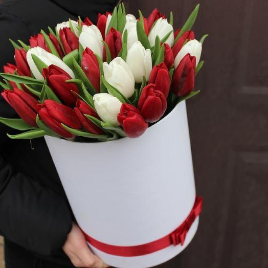 Тюльпаны микс в коробке: букеты цветов на заказ Flowwow
