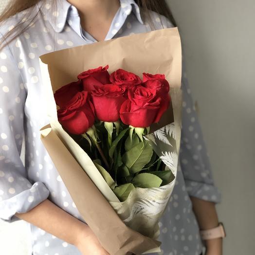 7 алых роз