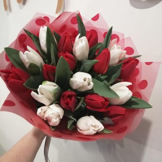 Бело-красный букет из Тюльпанов