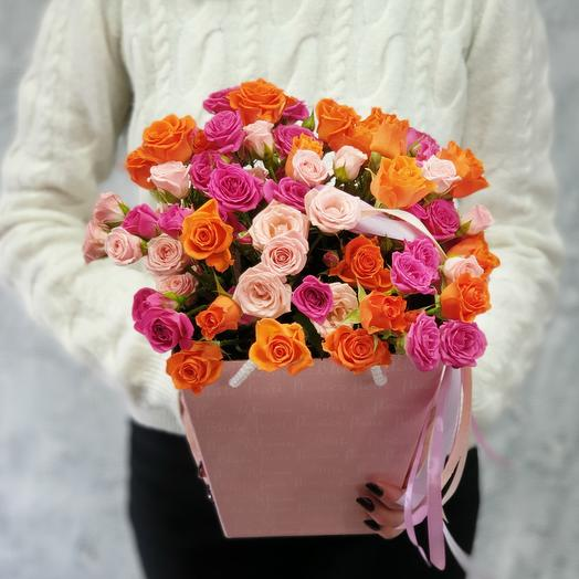 Bouquet of spray roses in a box