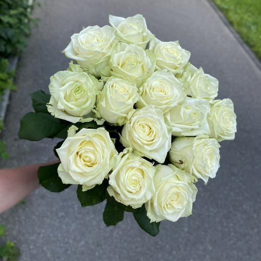 15 белых роз 60см