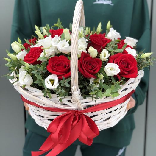 Basket of red roses and eustoma universe