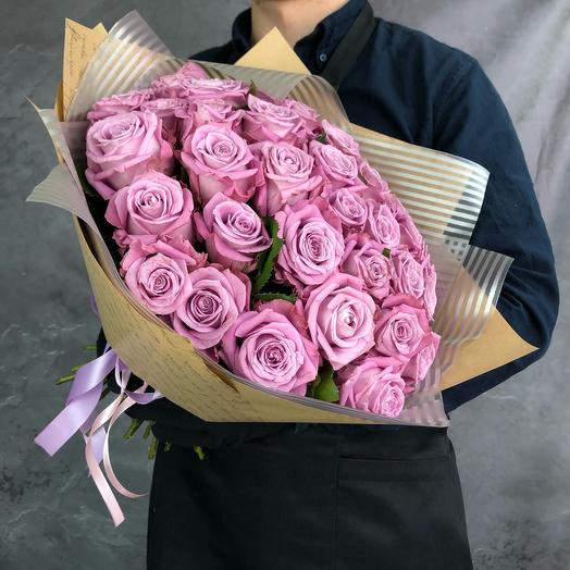 35 фиолетовых роз в крафтовой упаковке