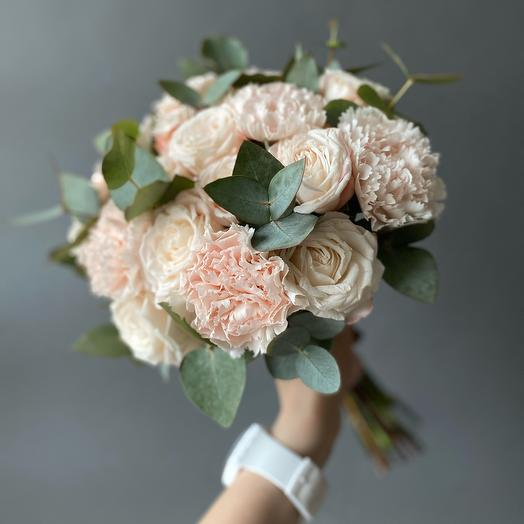 Букет нежно-розовый с розой мадам Бомбастик Premium