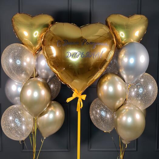 Композиция с большим золотым сердцем и фонтанами с сердцами
