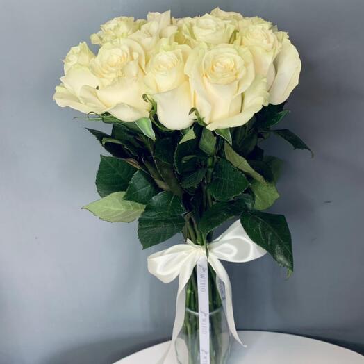 Монобукет 15 Белых роз 60см