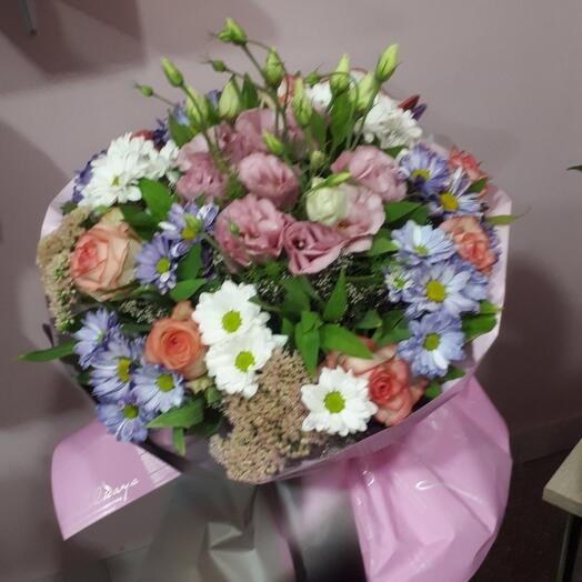 Букет из разновидних цветов