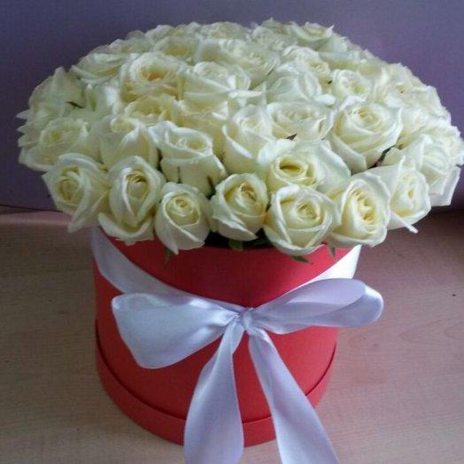 51 белая роза шляпной коробке: букеты цветов на заказ Flowwow