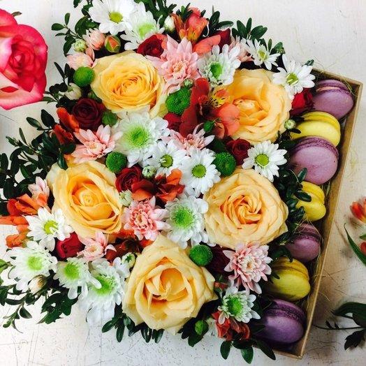 Цветочная композиция в коробке: букеты цветов на заказ Flowwow