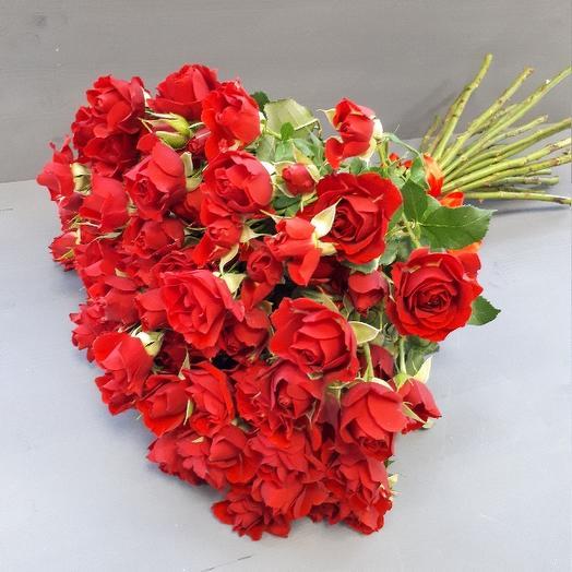 Букет из 21 красной кустовой розы 60 см: букеты цветов на заказ Flowwow