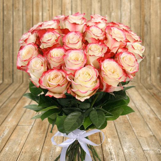 """Букет из 25 бело-розовых роз """"Свитнесс"""": букеты цветов на заказ Flowwow"""
