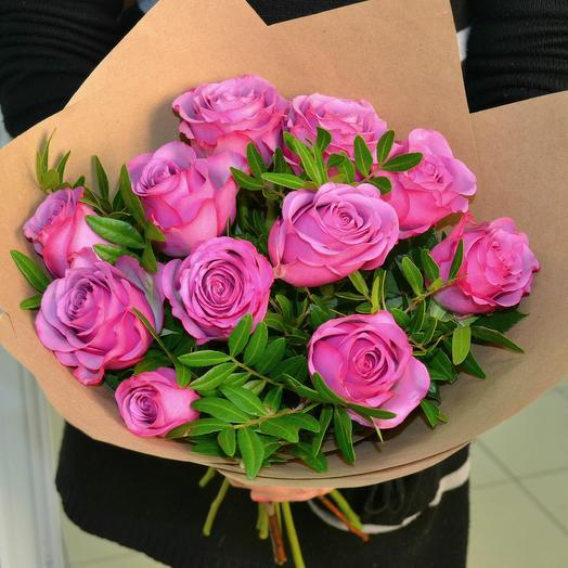 11 роз и зелень