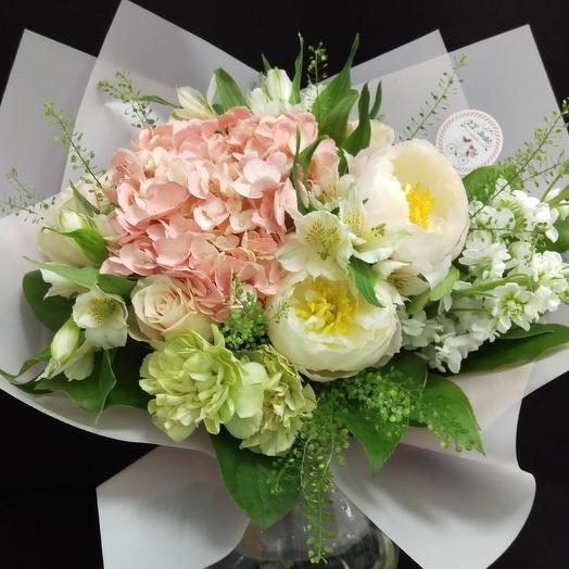 Нежный сюрприз: букеты цветов на заказ Flowwow