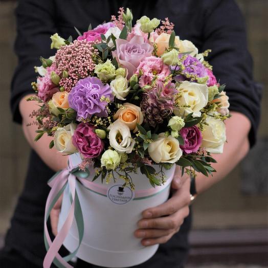 С Ананасиком 🍍 в шляпной коробке: букеты цветов на заказ Flowwow