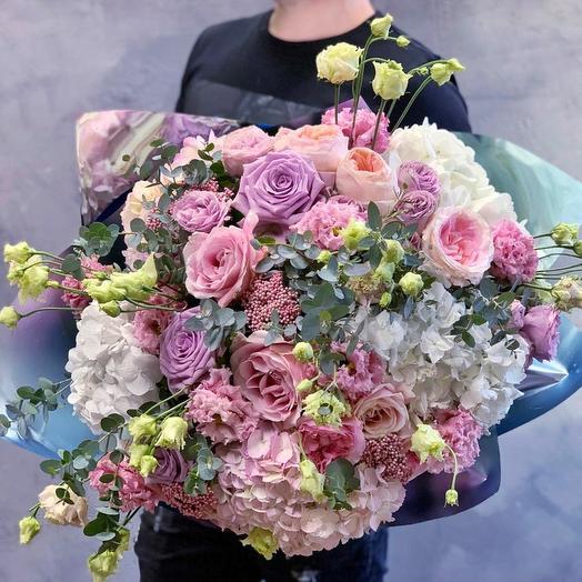 Шикарнейший букет с гортензией и французскими розами: букеты цветов на заказ Flowwow