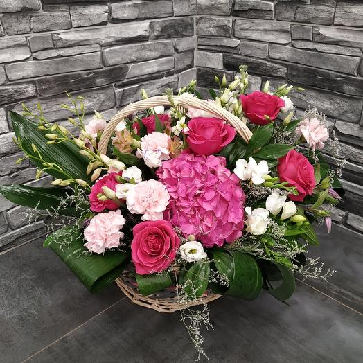 """Объемная корзина с гортензией,розами и дендробиумом """"Зимний сон"""": букеты цветов на заказ Flowwow"""
