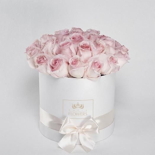 25 нежных роз в круглой коробке: букеты цветов на заказ Flowwow