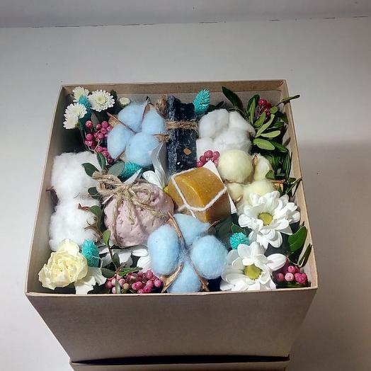 Подарочный бокс с цветамих: букеты цветов на заказ Flowwow