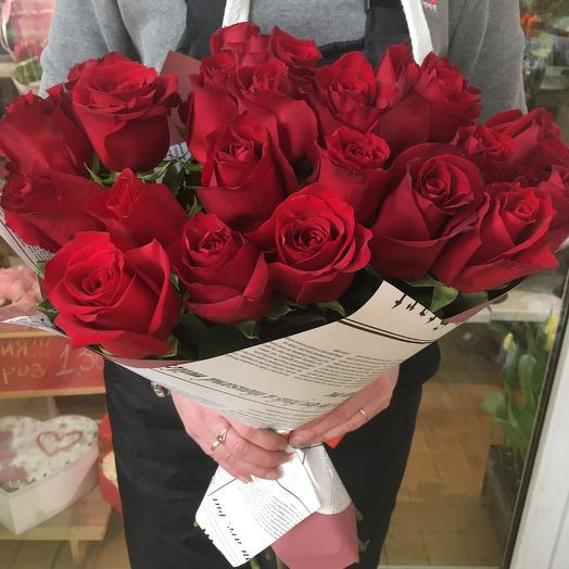 Роза Эквадор красная: букеты цветов на заказ Flowwow