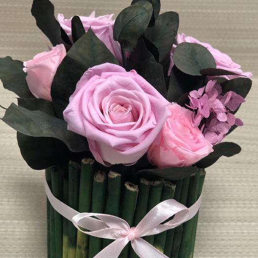 Розы розового цвета в эко-кашпо