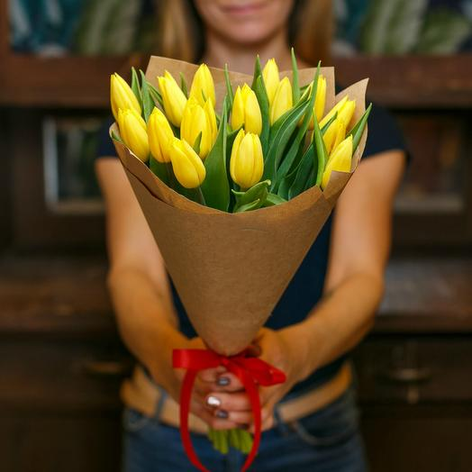 Букет желтых тюльпанов 3