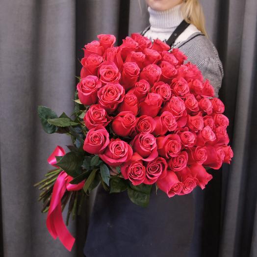 Ярко-розовая роза